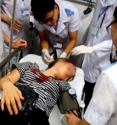 Công an TP Vinh: Sĩ quan công an có mặt nhưng không đánh cô gái - Ảnh 2.