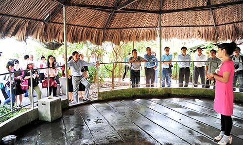 Đoàn khảo sát tham quan Nông Trang Xanh tại Củ ChiẢnh: Hữu Long