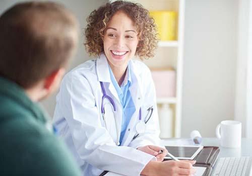 Nụ cười không chỉ có tác động tốt về giao tiếp bên ngoài mà còn giúp cho sức khỏe bên trong Ảnh MEDICAL NEWS TODAY