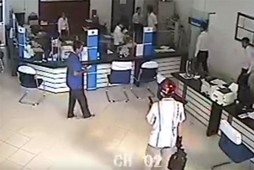 Nghi phạm tự sát, vụ cướp ngân hàng ở Vĩnh Long giải quyết ra sao? - Ảnh 1.