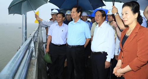 Nguyên Thủ tướng Nguyễn Tấn Dũng thăm các dự án lớn ở Hải Phòng - Ảnh 1.