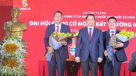 Ông Nguyễn Thành Nam (bìa trái) vừa được bầu vào HĐQT Sabeco vào tháng 2-2017