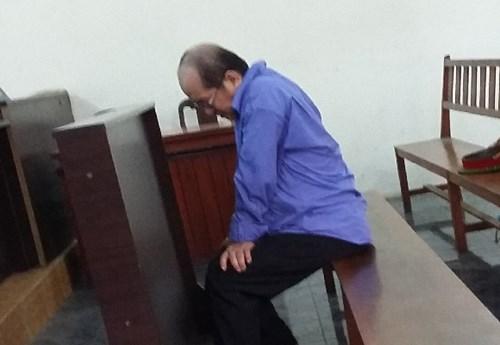 Một yêu râu xanh bị TAND TP HCM xử 15 năm tù về hai tội hiếp dâm trẻ em và dâm ô trẻ em.