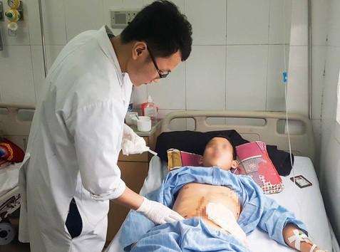 Cứu sống bệnh nhân bị 9 viên đạn bắn găm vào người - Ảnh 1.