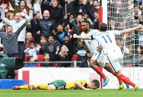 Defoe ghi bàn mở tỉ số cho tuyển Anh