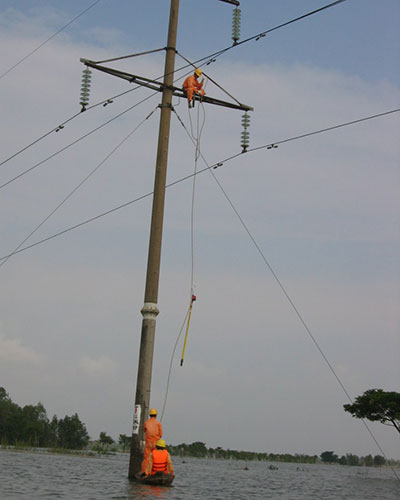 Bảo vệ lưới điện mùa mưa bão - Ảnh 3.