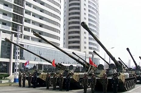 Dàn xe tăng của Triều Tiên xuất hiện tại lễ diễu binh. Ảnh: RT