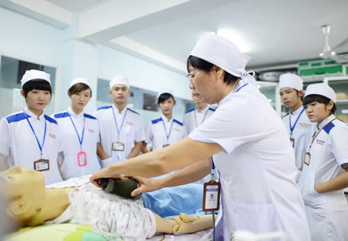 Hấp dẫn nghề điều dưỡng