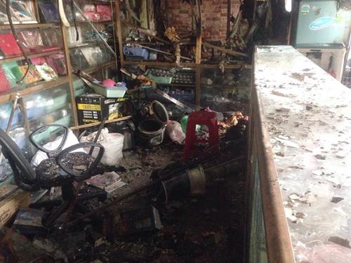 Nhiều đồ đạc trong căn nhà của con trai cố nhạc sĩ Văn Cao đã bị thiêu rụi