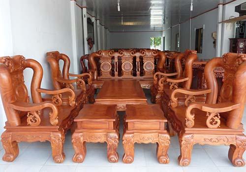 Đồ gỗ bày bán Tết