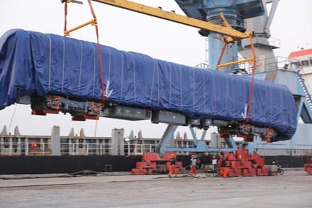 Lô hàng đầu tiên của đoàn tàu đường sắt trên cao tuyến Cát Linh-Hà Đông đã về tới Hải Phòng