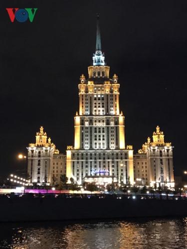 Những tòa nhà lộng lẫy soi bóng trên dòng sông Moskva - Ảnh 11.