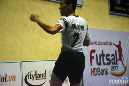 Cầu thủ Duy Nhất phải nghỉ hết vòng loại giải futsal vô địch quốc gia 2017 do bị VFF treo giò 5 trận