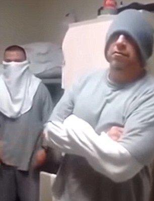 Các phạm nhân trong tù tuyên bố sẽ giải cứu trùm ma tuý El Chapo. Ảnh cắt từ YouTube