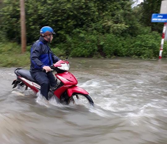 Áp thấp tiến vào, Côn Đảo bị ngập trong mưa lớn - Ảnh 5.