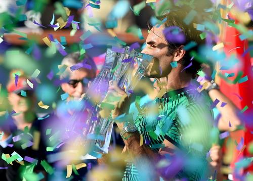 Chiếc cúp vô địch thứ 5 của Federer tại Indian Wells Masters