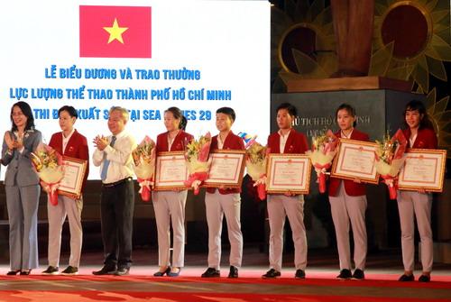 TP HCM khen thưởng hơn 2,2 tỉ cho HLV-VĐV SEA Games 2017 - Ảnh 7.