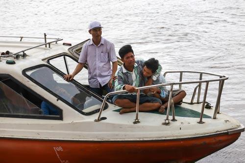 Bắt người lái sà lan ẩu làm 2 mẹ con chết trên sông Sài Gòn - Ảnh 2.