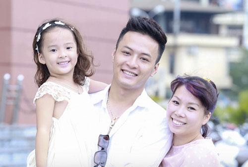 Hồng Đăng và hạnh phúc giản dị cạnh vợ con.