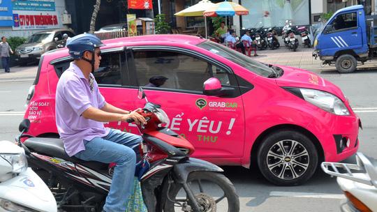 Hiệp hội taxi Hà Nội đề nghị dẹp Uber, Grab do gây bất an xã hội - Ảnh 1.