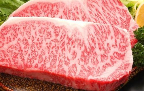 Thịt bò ngoại giá vài triệu đồng một kg ồ ạt vào Việt Nam - Ảnh 1.