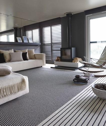 Lắng nghe phòng khách kể câu chuyện tấm thảm sọc trắng đen có phép mầu diệu kì - Ảnh 2.