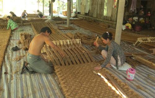 Hai Lúa chế tạo máy và xuất thảm xơ dừa sang Hàn Quốc - Ảnh 1.