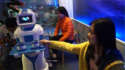 Quán cà phê đầu tiên có robot phục vụ tại Việt Nam - Ảnh 6.