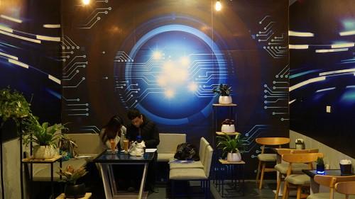 Quán cà phê đầu tiên có robot phục vụ tại Việt Nam - Ảnh 8.