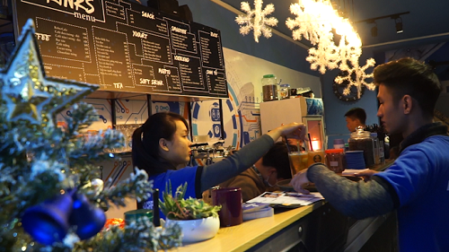 Quán cà phê đầu tiên có robot phục vụ tại Việt Nam - Ảnh 9.