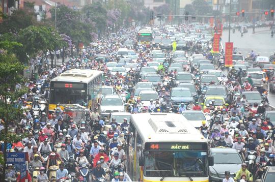 Một cảnh tắc đường ở Hà Nội vào tháng 5-2016. Ảnh: Nguyễn Hưởng