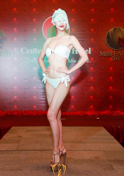 Thí sinh Hoa hậu Trái đất khoe hình thể với bikini - Ảnh 1.