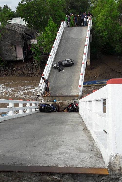 Hiện trường vụ sập cầu Cả Trăng (ảnh: facebook Khi Con)