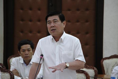 Chủ tịch UBND TP HCM Nguyễn Thành Phong phát biểu tại buổi làm việc vào chiều 27-3