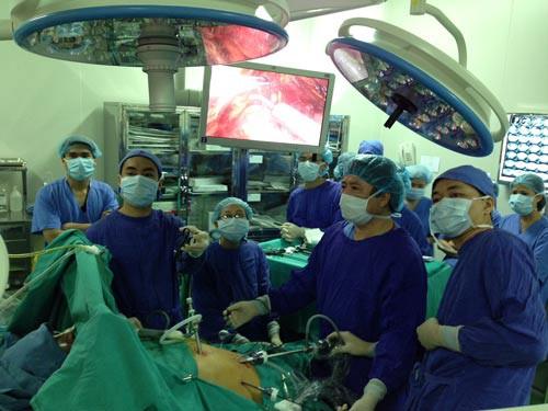 Ứng dụng phẫu thuật ít xâm lấn trong hầu hết các bệnh khó - Ảnh 1.