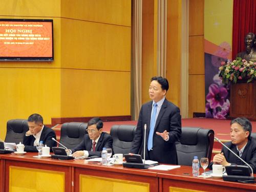 Bộ trưởng Bộ TN-MT Trần Hồng Hà phát biểu trong một cuộc họp của bộ - Ảnh: Bộ TN-MT