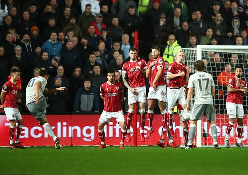 Gục ngã phút 93, Man United thành cựu vương League Cup - Ảnh 3.