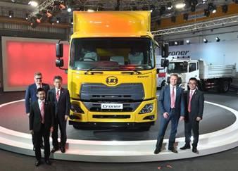 Các đại diện của UD Trucks tại buổi ra mắt xe Croner tại Bang Na, Thái Lan