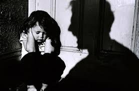Đi nhờ nhà nhà vệ sinh rồi dâm ô bé 3 tuổi - Ảnh 1.