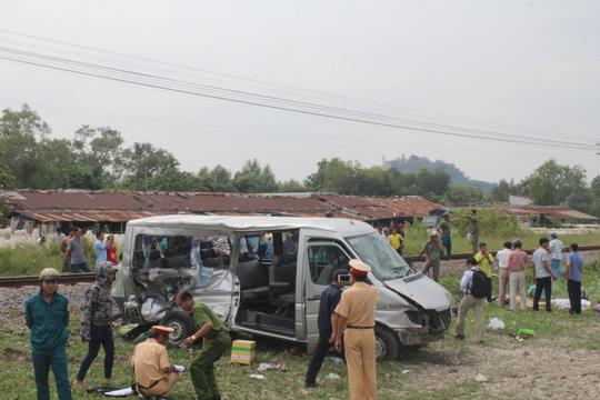 Vụ tai nạn thảm khốc giữa tàu hỏa và ô tô xảy ra tại đoạn đường sắt giao với đường dân sinh ở Đồng Nai hôm mùng 5 Tết đã khiến 2 người tử vong