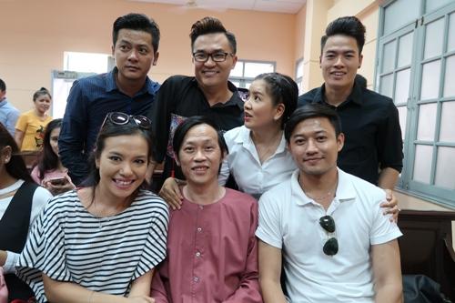 Hoài Linh đến tòa ủng hộ Ngọc Trinh kiện nhà hát - Ảnh 2.