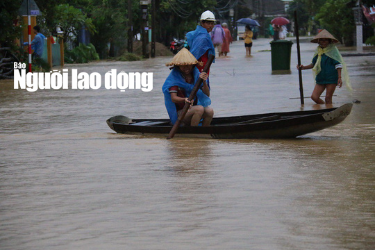 Lũ Quảng Ngãi vượt đỉnh lịch sử, Quảng Nam thêm 7 người chết - Ảnh 3.