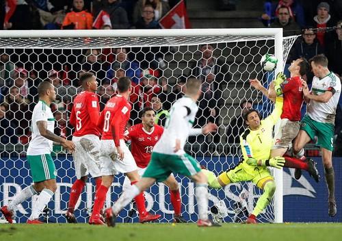 Bắc Ireland khóc hận, Thụy Sĩ đoạt vé dự World Cup - Ảnh 2.