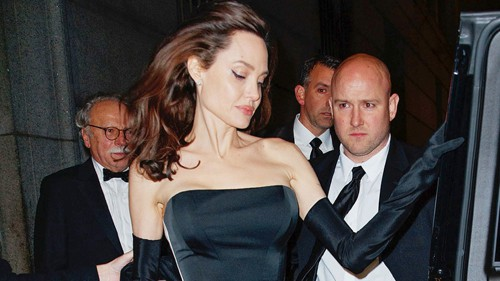 Pax Thiên nam tính hỗ trợ mẹ nuôi Angelina Jolie - Ảnh 9.