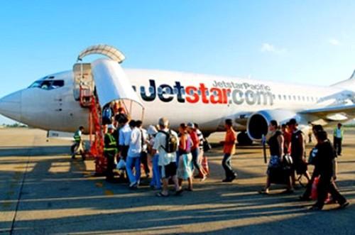 Vợ hơn 10 tuổi đấm chồng sưng mắt trên máy bay: Cấm bay cả đôi - Ảnh 1.