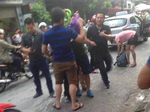 Tử tù Lê Văn Thọ không kịp phản ứng khi cảnh sát đập vỡ kính taxi, khống chế - Ảnh 3.