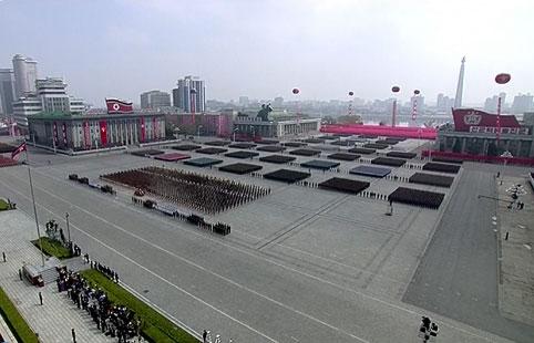 Hàng ngàn quân sĩ Triều Tiên tập trung tại Lễ diễu binh. Ảnh: RT