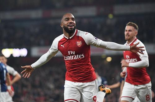 Trọng tài cứu nguy, Lacazette đưa Arsenal lên Top 10 - Ảnh 5.