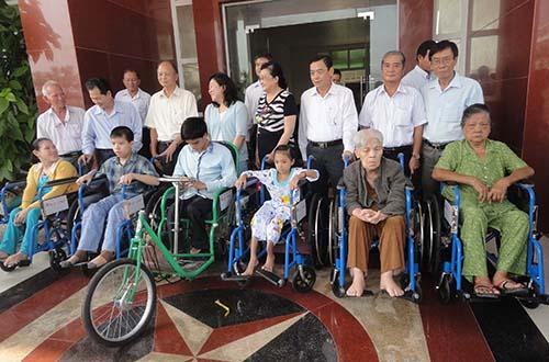 Cùng quỹ Lawrence S. Ting chung tay giúp đỡ người tàn tật - Ảnh 1.