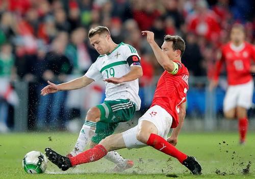 Bắc Ireland khóc hận, Thụy Sĩ đoạt vé dự World Cup - Ảnh 3.